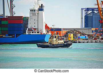 Tugboat and port cargo crane - Tugboat assisting container...