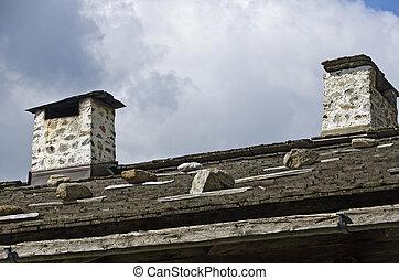 Kamine und Schindeldach - Gemauerte Kamine auf einem mit...