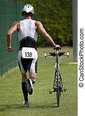 Triathlete, Empujar, el suyo, bicicleta
