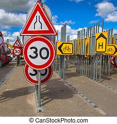 Bottleneck and speed limit sign - Bottleneck road narrowing...