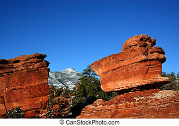 Balanced Rock and Pikes Peak - Balanced Rock at Garden of...