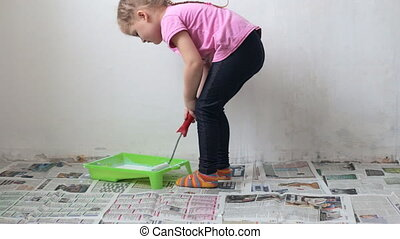 Cute girl with paint roller - Cute and young girl with paint...