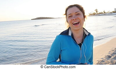 Sporty fitness woman on beach - Sporty fitness woman outdoor...