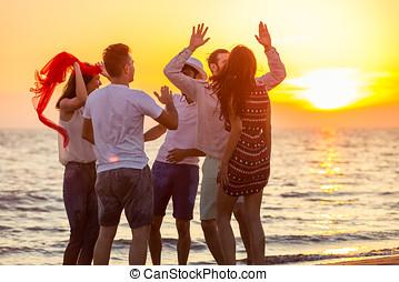 playa, gente, ocaso, joven, bailando