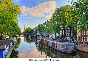 Prinsengracht houseboat spring - Houseboats at the UNESCO...