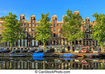Canal houses summer green - Beautiful view of the iconic...