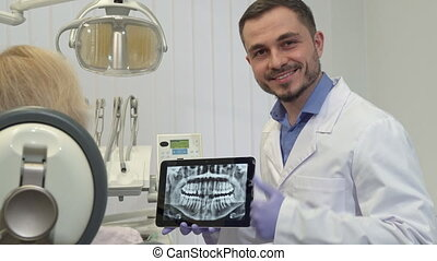 Dentist approves tooth health on the x-ray