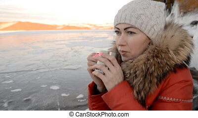 The girl is drinking tea on ice. - The tourist girl decided...