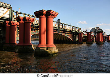Blackfriars Bridge - Blackfriars Railway Bridge in London,...