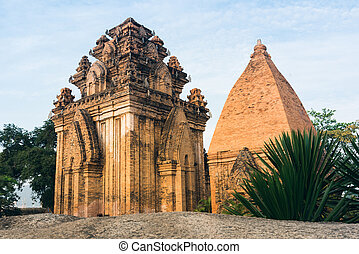 Po Ngar Cham Towers in Nha Trang - Great old brick temple...