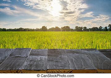 PRODUKT,  Montage, Feld, Holz, Sonnenlicht, Tisch, Reis, Textanzeige