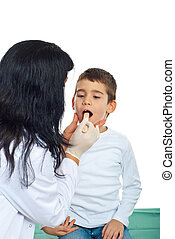 Pediatrician examine throat kid