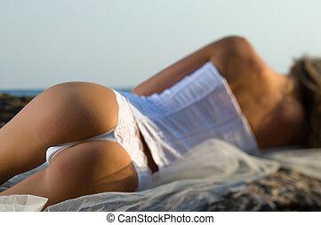 婦女, 躺, 岩石, 婦女緊身胸衣