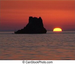 Red sunset (C001) - Sunset on the sea behind the roks. Shot...