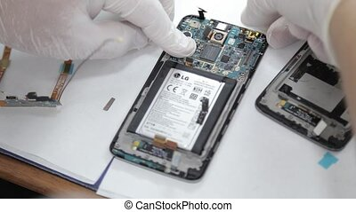 Mobile repair by technician - Smartphone technician at...