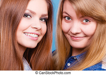 Comparison of girls with and without make up. - Look results...