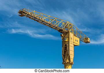 Yellow crane titan in Nantes (France) - Gigantic yellow...