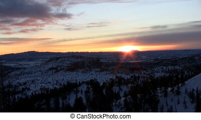 Sunrise at Bryce Canyon - Sunrise time lapse at Bryce Canyon...
