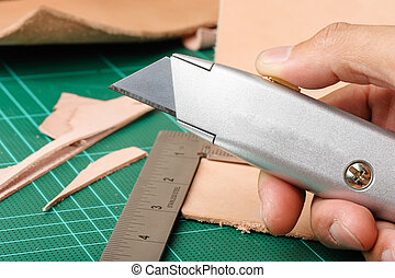 retractable utility knife - the retractable utility knife...
