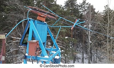 Drag lift, ski lift, twisting mechanism lifts around -...