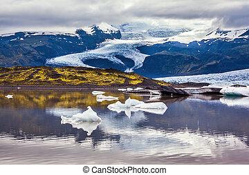 The colossal glacier Vatnajokull is melting - Summer in...