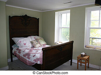 Antique bed - Bedroom with an antique bed