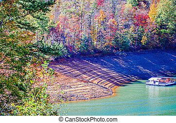 nature scenes arounf lake fontana in great smoky mountains
