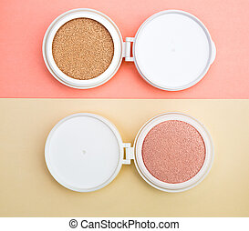 Tonal foundation and highlighter, base for make-up in the...