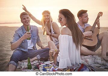gitarr, vänner, musik, Lyssnande