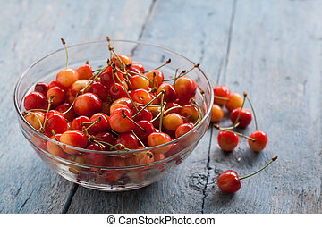 a lot of cherries in a glass bowl
