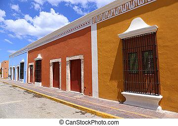 Campeche City colonial architecture, Yucatan, Mexico -...