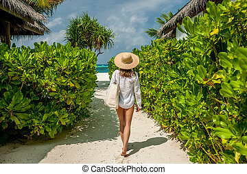 Woman with bag and sun hat going to beach - Woman with bag...