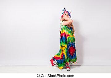 ヒッピー, カラフルである, 壁, に対して, 女の子, 子供, 白, 服, ブロンド, 幸せ