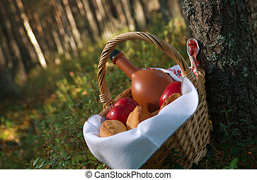 Picnic wicker basket with patty