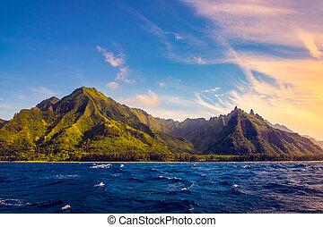Dramatic landscape of Na Pali coast, Kauai, Hawaii -...