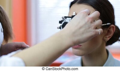 Optician with equipment for lens determination - Skillful...