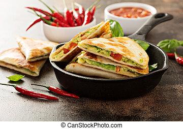 Quesadillas, pimienta, aguacate, rojo, vegetariano