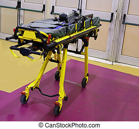 Emergency stretcher to assist athletes