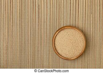 bowl of amaranth grain