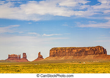 beautiful butte - the king on his throne - in monument...