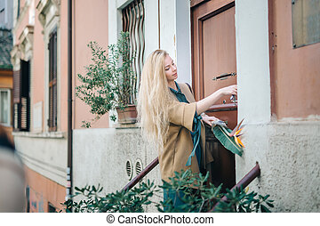 real estate young woman city building door customer - Flat...