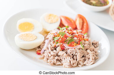 Spicy minced pork salad with egg