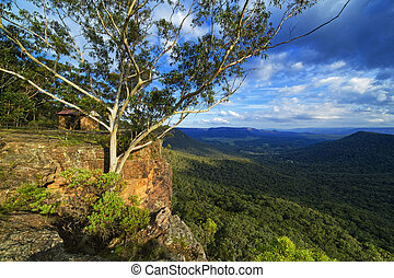 Mountain lookout shelter on cliff, Blue Mountains, Australia