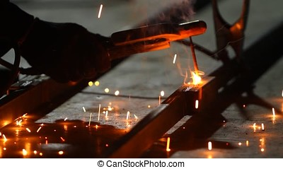 Electric welding for metal.