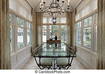 Breakfast room surrounded by windows - Breakfast room in...