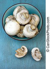 Agaricus bisporus on table - Agaricus bisporus mushrooms in...