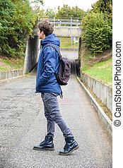 男孩, 青少年, 背包, 步行, 街道, 單獨