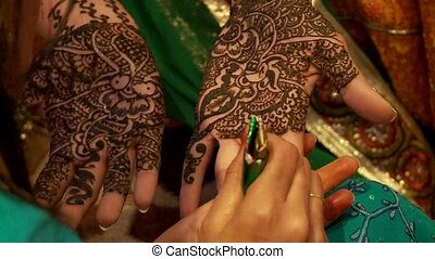 Henna On Hand Indian Wedding - Henna Painting On Hand