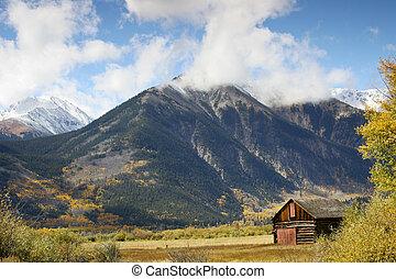 Mountain Cabin - A rustic mountain cabin near Twin Lakes in...