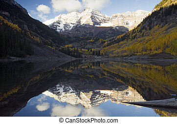Marron Bells Autumn - Autumn at the Maroon Bells near Apsen,...